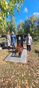 Возложение цветов на могилу М.И.Лимасова